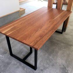 アメリカンダークチェリーのダイニングテーブル